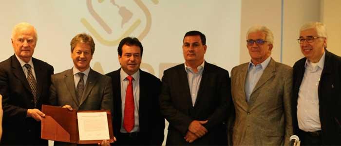 """Gremios automotores firman la """"Declaración de México"""""""