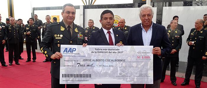 Policía del año DIPROVE es premiado por la AAP