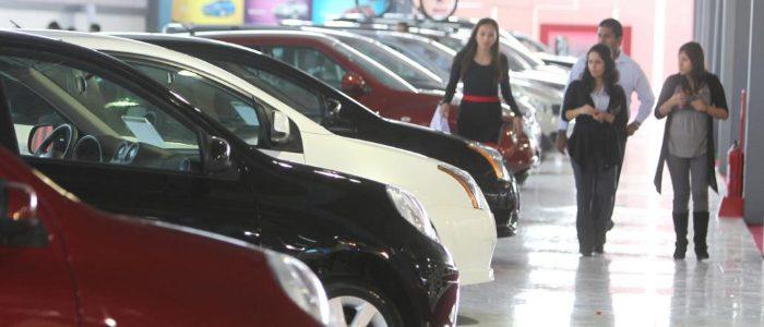 Venta de vehículos descendió 7.4% en junio y cae venta de Pick Up